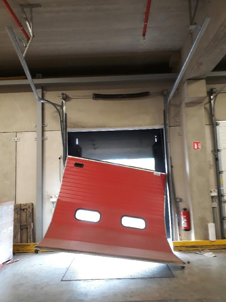 Votre porte automatique ne fonctionne plus ? Proquai intervient rapidement pour réparer votre porte rapide à Paris