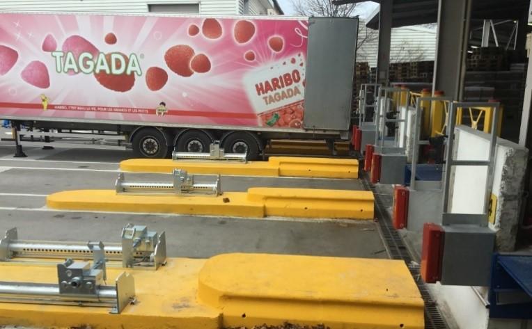 Déchargement de camions Haribo avant