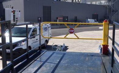 Pose d'un niveleur de quai, d'une rampe, de barrières de quai et d'un système de blocage de roue