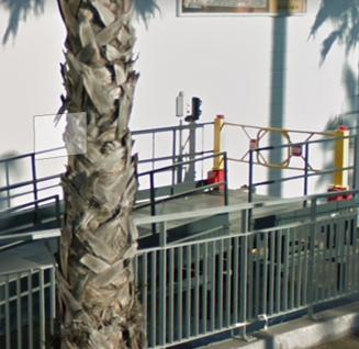 Un barrière de quai