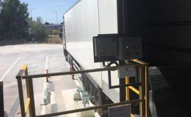 Pose de rampes, garde-corps et système de blocage de roue